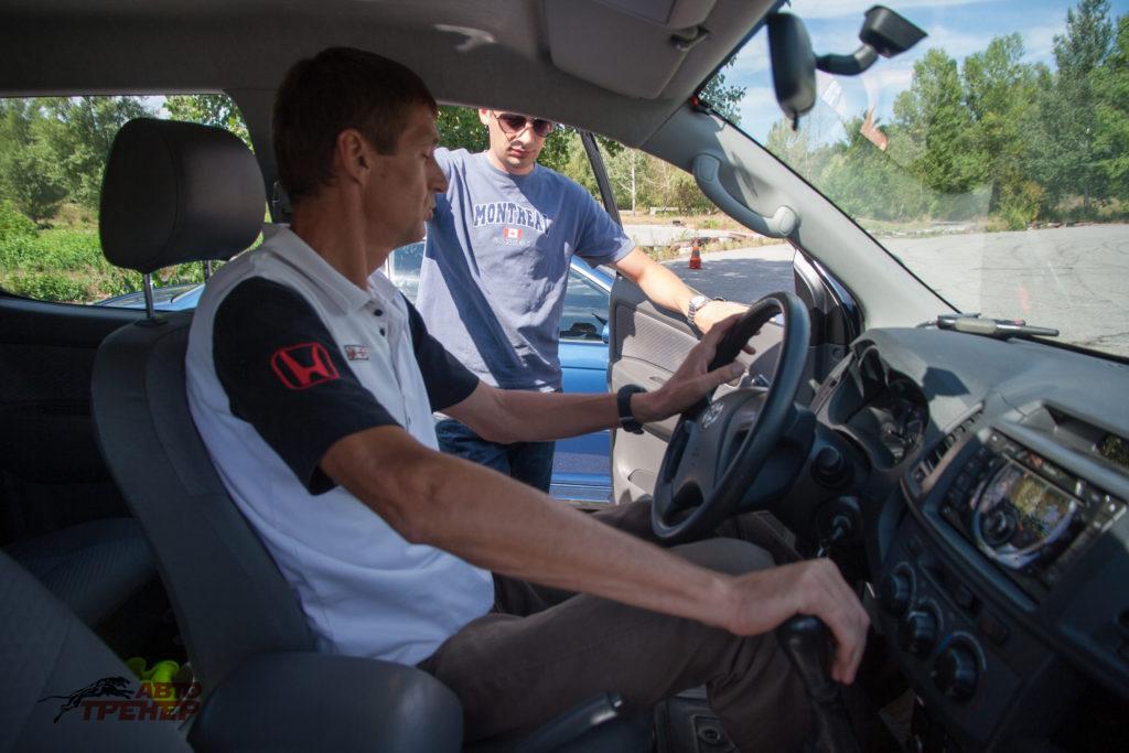фото как правильно сидеть за рулем